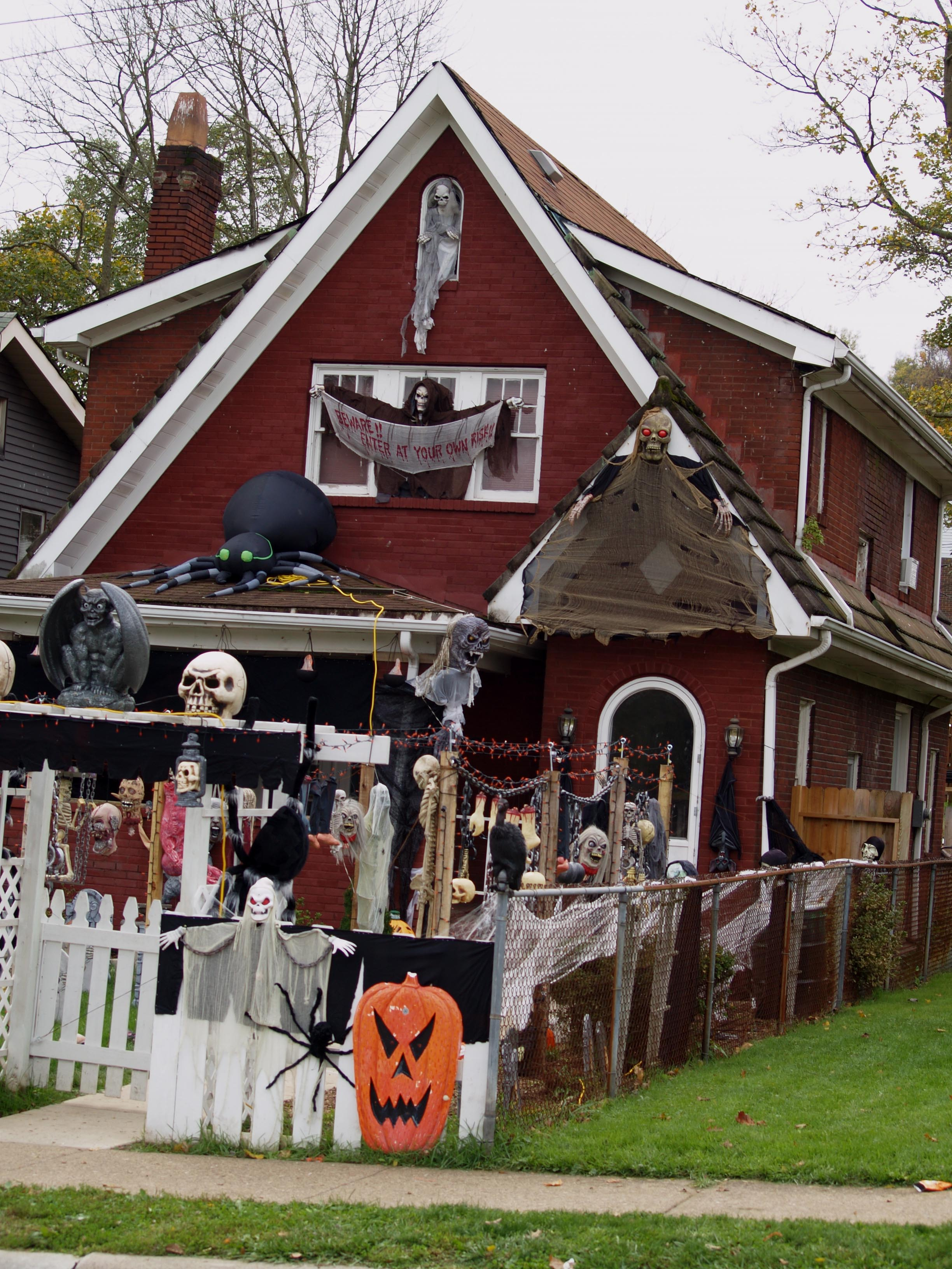 Ohio valley halloween tom sarver projects - Brick houses three beautiful economical projects ...
