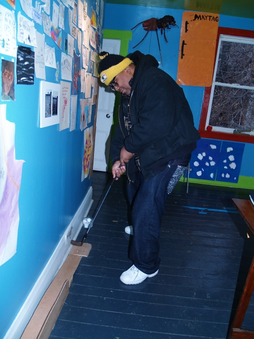 Pittsburgh artist Steve Smith played a round of miniature golf during his visit.